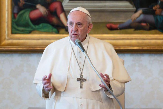 El Vaticano reforma las leyes canónicas criminalizando el abuso sexual234